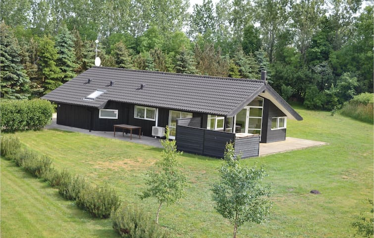 Holiday cottage with 3 bedrooms on 90m² in Oksbøl