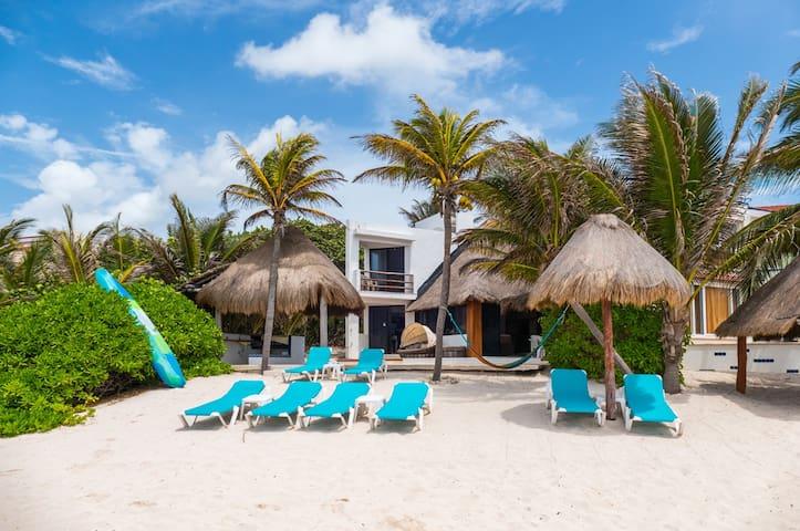 Casa Gray-On beautiful Sandy Beach with Pool!