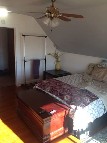 Large cozy affordable room - Greeley - Appartement