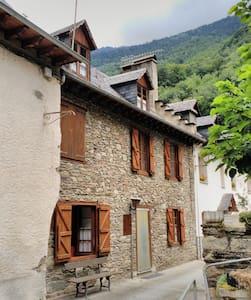 Casa aranesa  en Les, Vall d'Aran. - Les