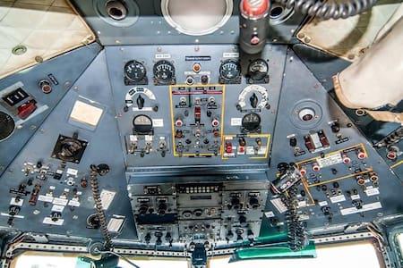 Cock-Pitten; slapen in een Fokker F27 vliegtuig - Hoogerheide