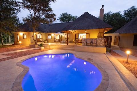 Kingly Bush Villa at Kruger NP - Contact Free