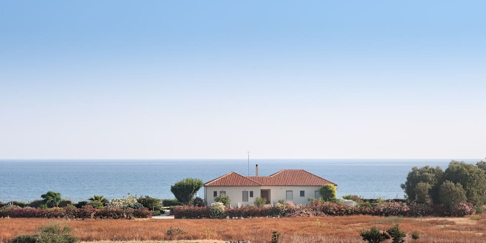 AKTI - Villa by the beach - Chania - Huis