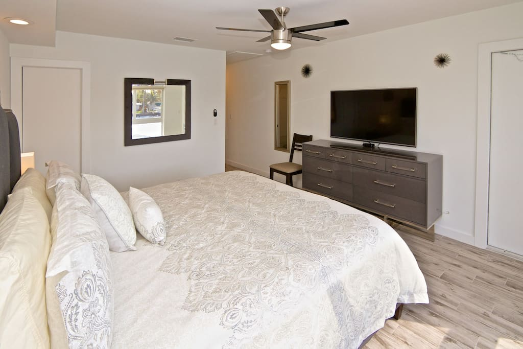 Master suite, chest of drawers, TV DVR