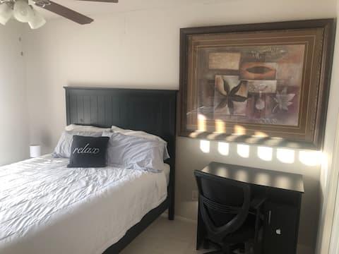 Private cozy room, comfortably sleeps 2 Room 3