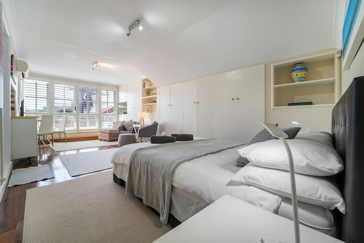 Self contained LOFT near Bondi Bch
