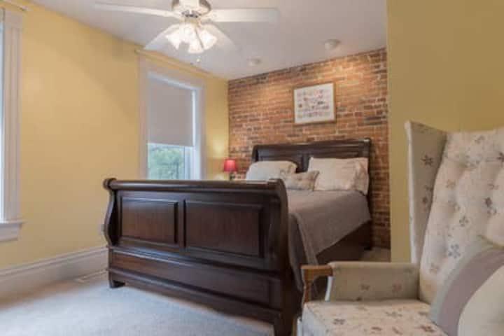 **Soulard 1 bedroom** Allen Ave Sleeps 4