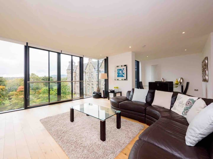 Luxury Quartermile two bedroom with stunning views