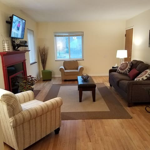 Modern and spacious 2BR apartment near Cleveland