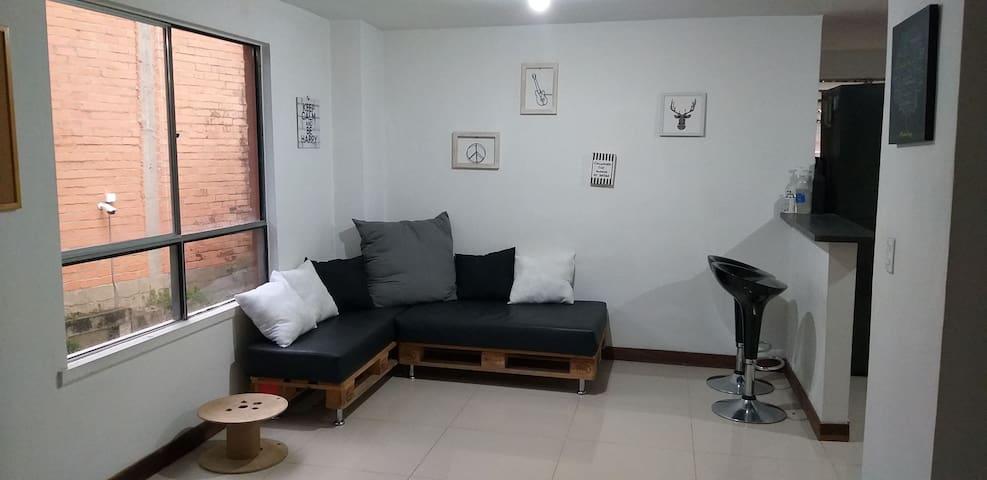 Excelente habitacion privada cerca a parque Lleras