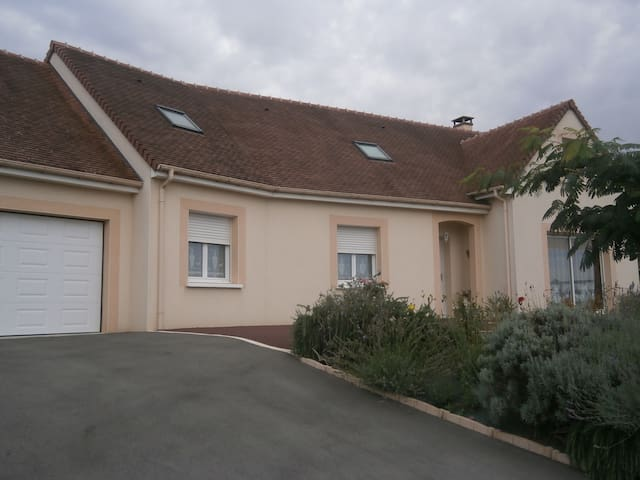 3 chambres  proche Le Mans (42 euros chacune) - Saint-Mars-sous-Ballon - อพาร์ทเมนท์