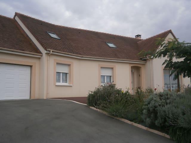 3 chambres  proche Le Mans (42 euros chacune) - Saint-Mars-sous-Ballon - Apartmen