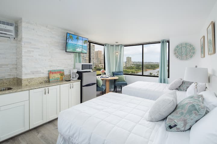 Beautifully Renovated Waikiki Studio Sleeps 4