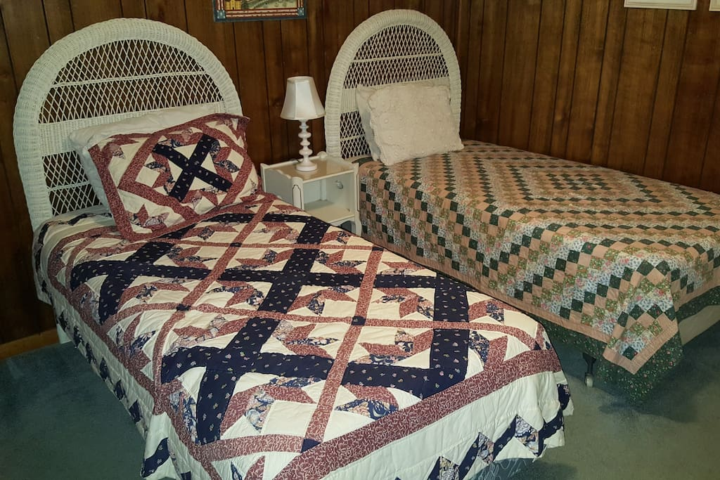 2/2 Bedroom : 2 Twin Size Beds