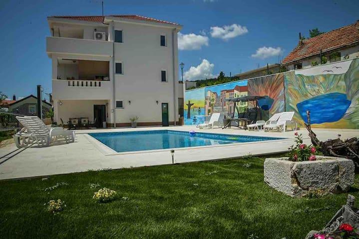 Villa Ivana Jezerska LAST MINUT 300 EU ganzes Haus