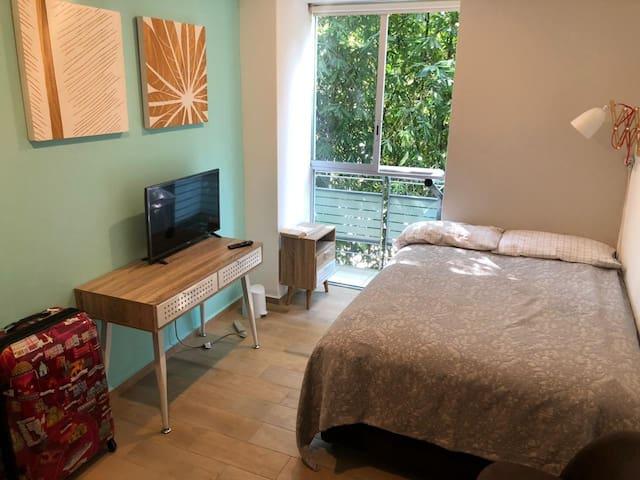 Gran ubicación, práctica y cómoda habitación