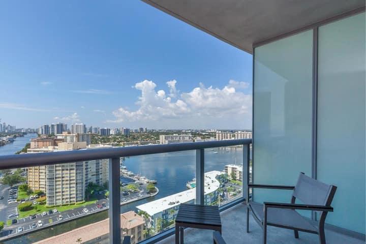 Breathtaking view! Suite room in Beachwalk Resort