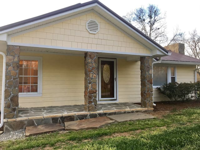 Clean 2 bedroom home in the Boones Creek/Gray area - Gray - House