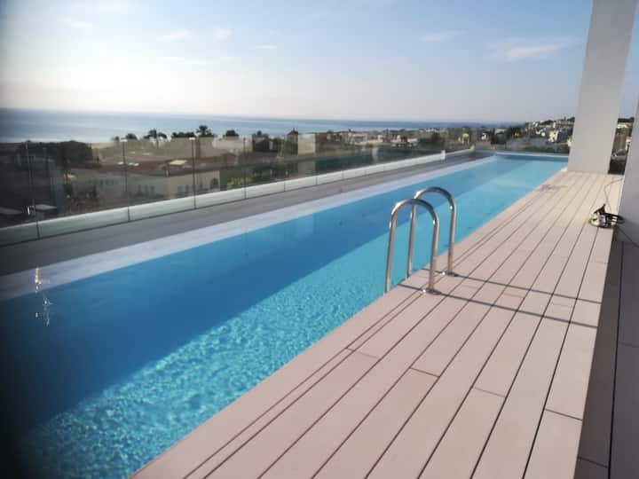 Luminoso apartamento con parking e infinity pool