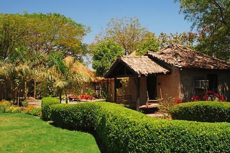 Traditional Themed Cottages