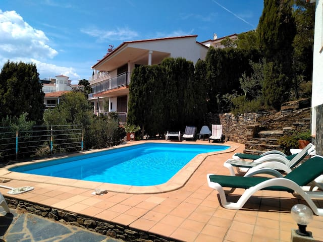 083 House to rent with private pool and garden