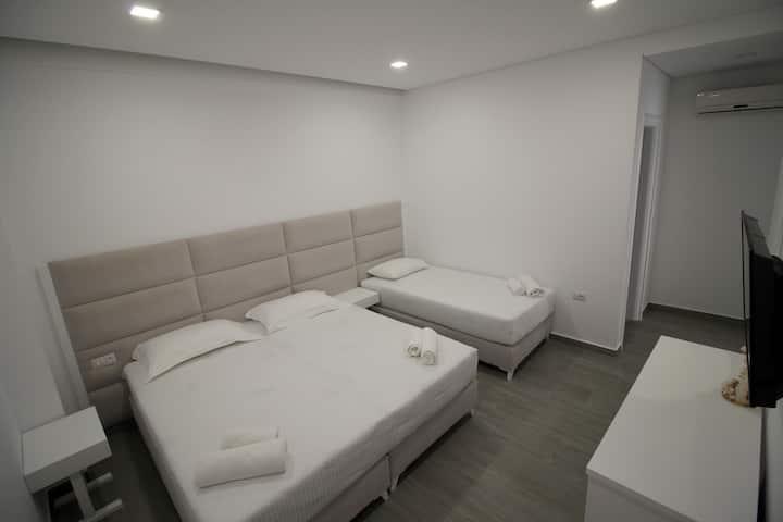 Edina Luxury Triple Room!