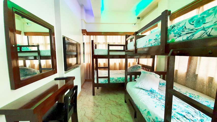 Piscana Resort: Barkada Room