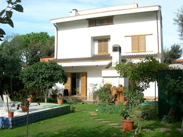 Large villa in Fregene's heart and near Rome