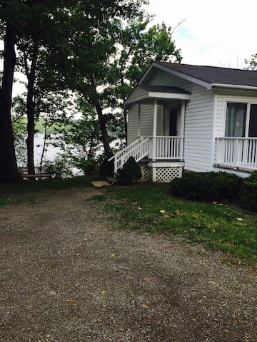 Kiri's Seneca Lakefront Cottage - Hector - Rumah