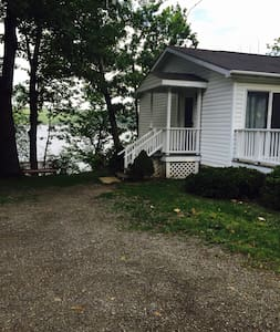 Kiri's Seneca Lakefront Cottage - Hector