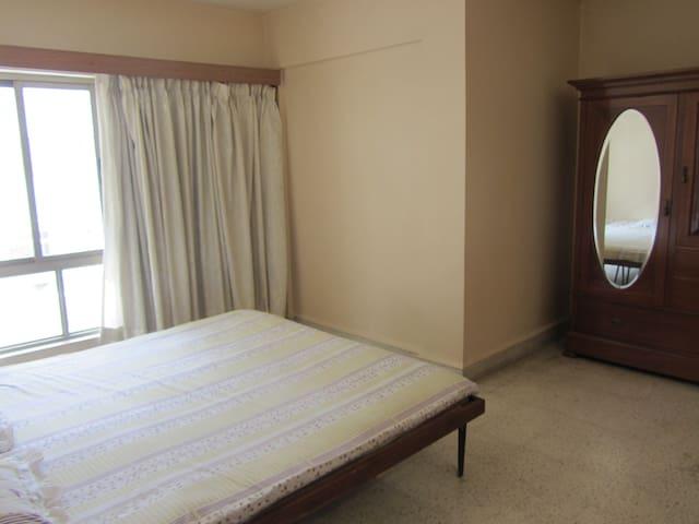 Cozy room near Osho International