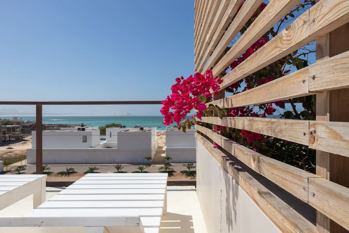 The Charming & Modern Flat Close To The Beach