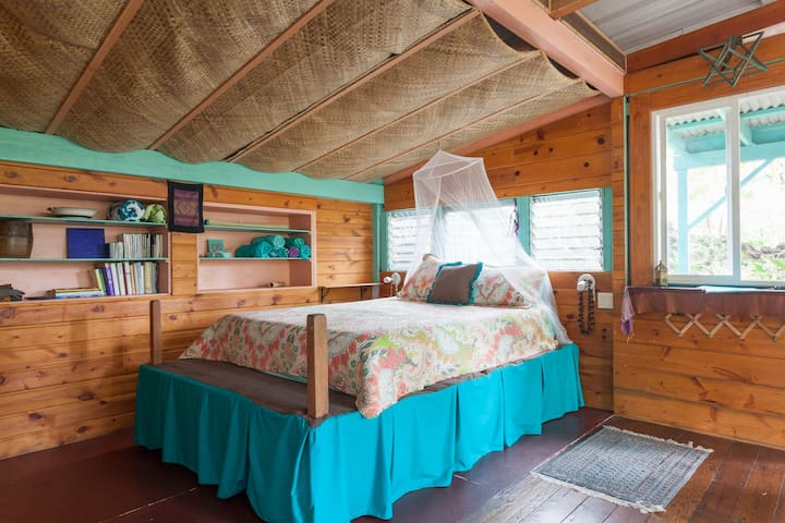Warm wood tones and grass mats on the ceiling makes for a tropical feel. The bed is memory foam. Lulled to sleep by frogs at night and awakened by birds in the morning.