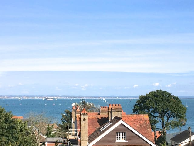 Spacious cottage, high standards, sea views and marvellous garden