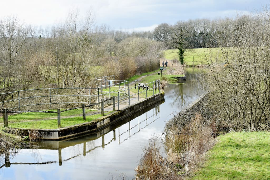 pretty view of canal from Drungewick Lane bridge
