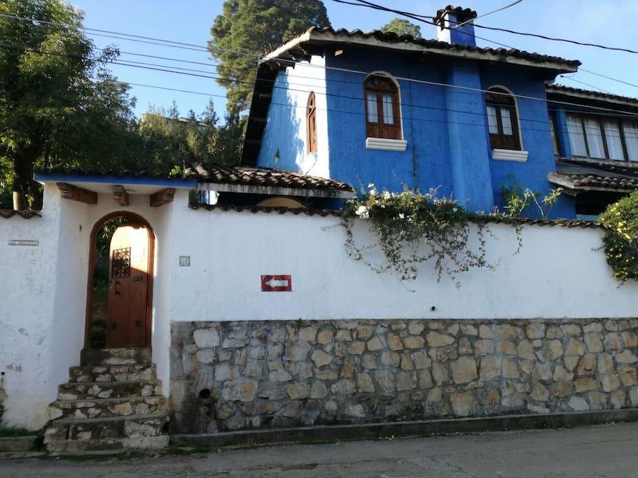 Entrada principal Casa Azul Bienvenidos...