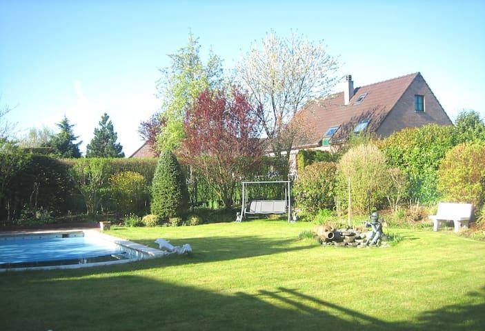 Accès jardin et piscine de mai a octobre