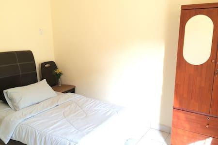 Single Windowed Room. FREE Wifi - Kota Kinabalu - Lägenhet