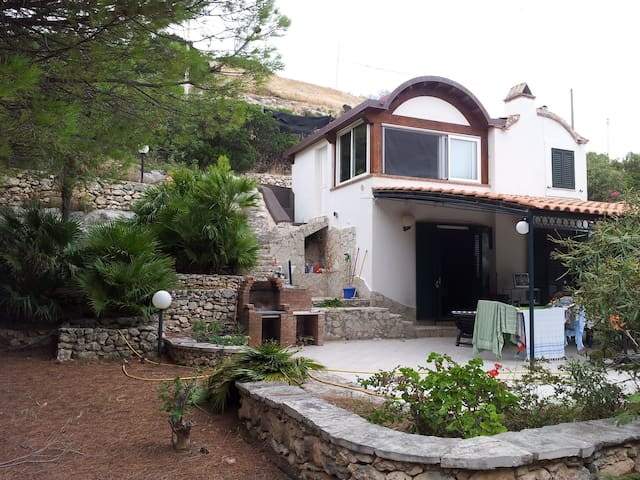 Villa a pochi passi dal mare.. baia di manaccora - Peschici - Dům