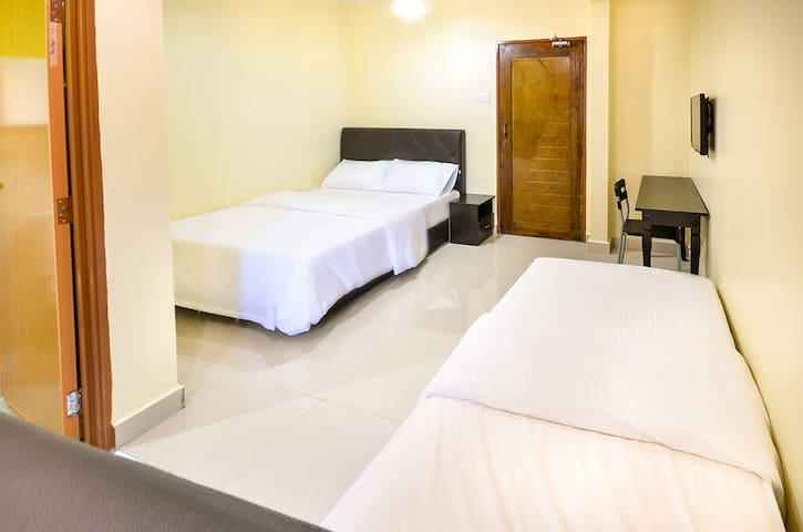 DELUXE+EXTRA BED ROOM FOR 3PAX @Bandar Baru Bangi