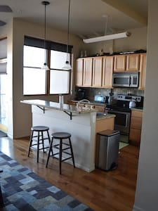 Modern loft in heart of Old Town! - Fort Collins