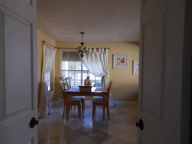 Cozy Elegance  3 bedroom 2 bath Arizona Home