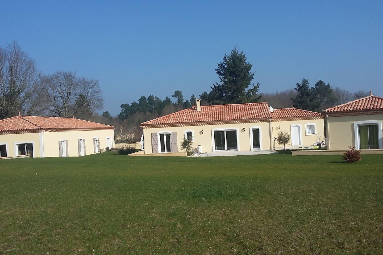 Maison principale avec studio indépendant à droite