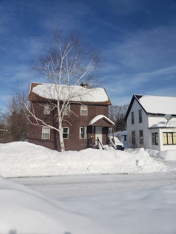 Rustic house on snowmobile route. Close to bars
