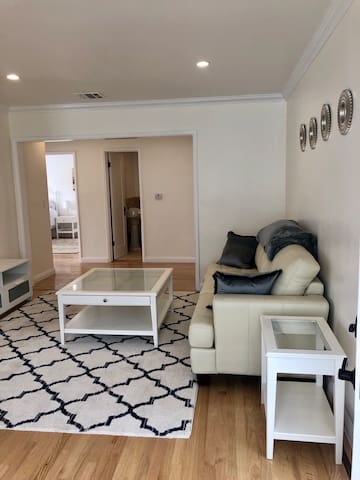 Newly Renovated & Spacious 2bd/1bath on 20th st