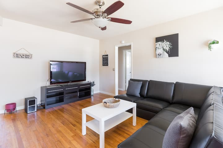Newly Renovated and spacious 3 br house. Fast wifi