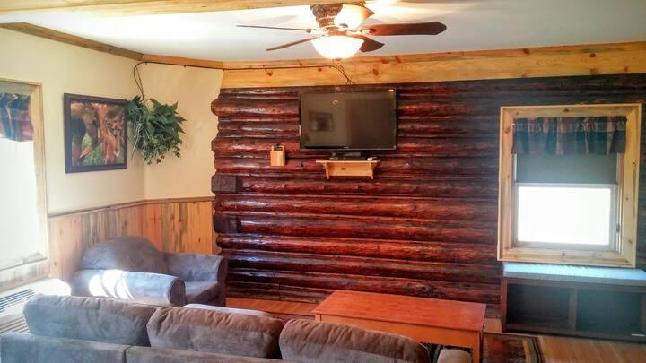 Deer Den: Log Cabin Suite in the Columbia Gorge!