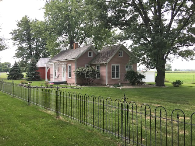 The Honeyville Cottage in Amish Country