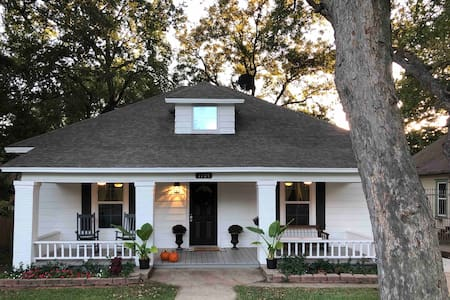 Renovated Historic Home - Downtown Waxahachie
