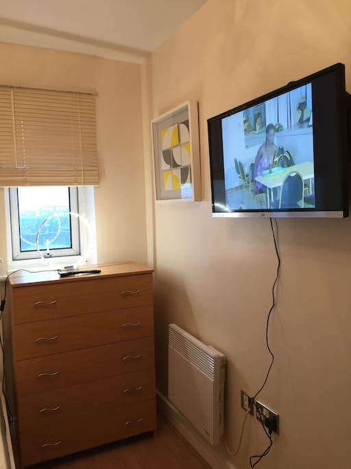 Smart TV with DVD Drive